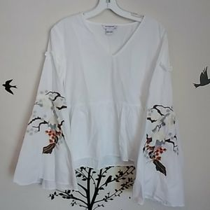 Nwot glamorous bird embroidery Bell sleeve top